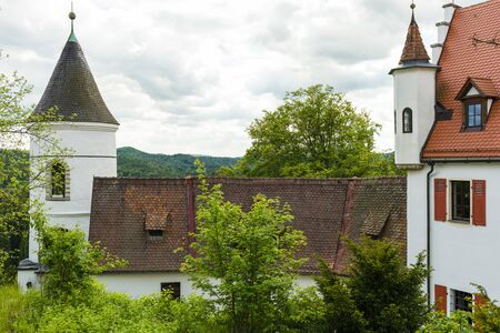 Etzelwang, Germany, May 25, 2017: Neidstein Castle is a 16th century castle in the Bavarian Upper Palatinate. Outbuilding with tower and oriel of the main building. From 2006 to 2009 owned by Nicolas Cage Standard-Bild - 137608758