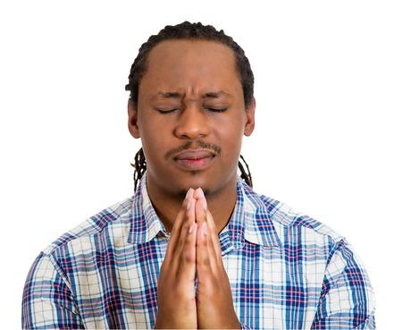 hombre orando: Retrato del primer hombre joven manos orando juntas con la esperanza de perdón mejor preguntar, aislado milagro fondo blanco. Las emociones humanas, las expresiones faciales, los sentimientos, la reacción, el lenguaje corporal, la fe