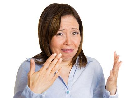 Primer retrato medio mujer de edad asqueado por el olor parece disgustado, algo huele mal, mal olor, situación, fondo blanco aislado. Expresiones faciales humanos, el lenguaje corporal, la percepción, los sentidos Foto de archivo