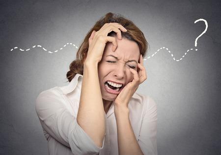 mujer llorando: pregunta estrés desesperación