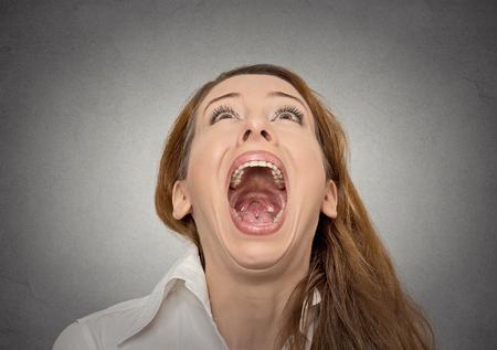 femme bouche ouverte: Femme crier Banque d'images