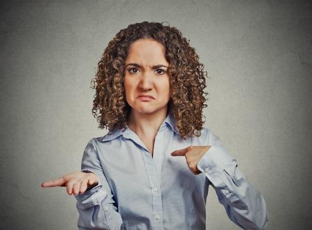 Portrait Gros plan jeune femme gestes avec les paumes de main pour payer en arrière maintenant facture isolé monnaie gris mur arrière-plan. Négatif émotion humaine expression faciale langage du corps de réaction de sentiment Banque d'images - 36184715