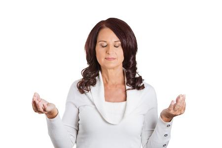 女性の目で閉鎖空気瞑想で挙手