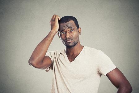 hombre pobre: Hombre preocupado
