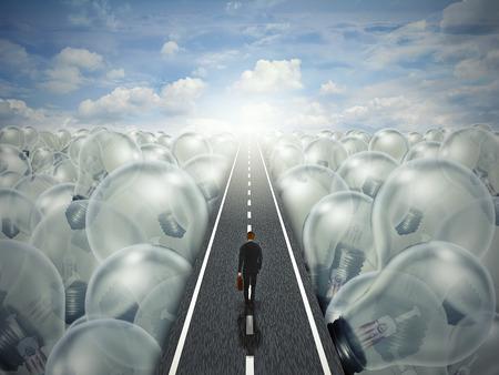 Idee weg creatieve pad business concept. Man lopen in de straat snelweg door een landschap van gloeilampen. Symbool metafoor voor innovatie succes brainstormen oplossing.