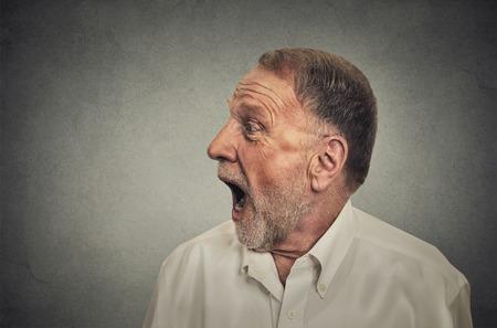 wow: Hombre sorprendido con la boca abierta