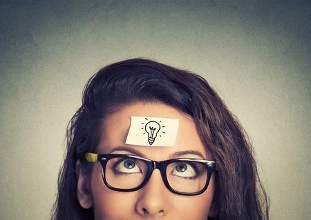 proposito: La mujer joven tiene una buena idea