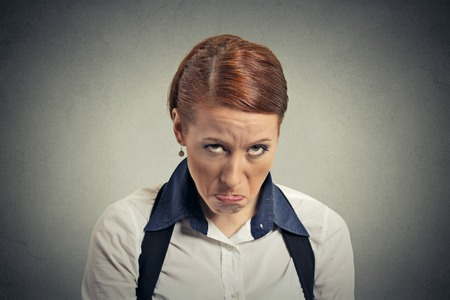 mujer llorando: Mujer gruñón triste