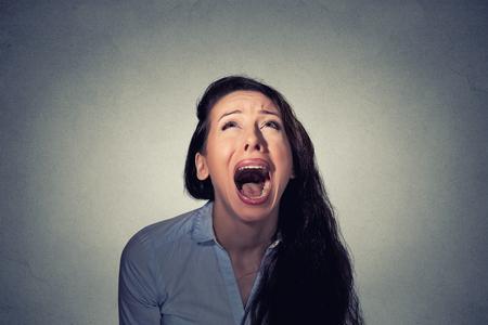 Vrouw schreeuwen opzoeken