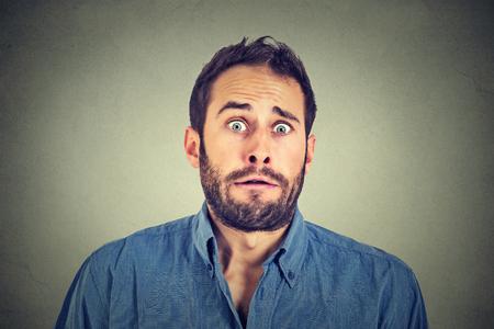 asombro: Hombre asustado Preocupada Foto de archivo