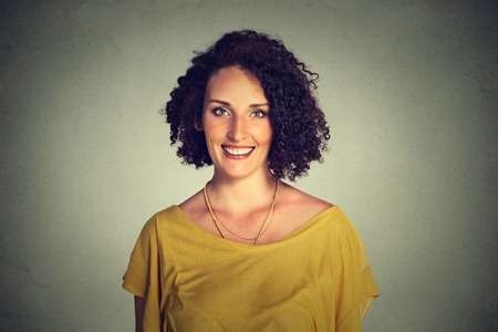 niñas bonitas: Feliz sonriente mujer  Foto de archivo