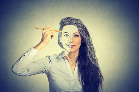 femme dessin: belle femme dessin autoportrait au crayon
