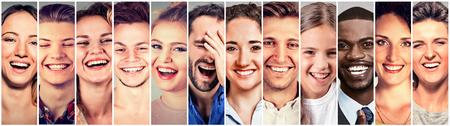사람을 웃 고. 행복 멀티 민족 남자, 여자, 어린이의 그룹