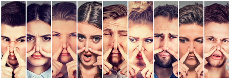 若者男性と何か嫌悪感を持つ指の表情で鼻をつまんで女性のグループは臭い嫌なにおいです。人間の顔式反応 写真素材