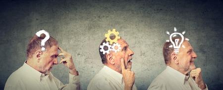 Emotionele intelligentie. Zijaanzicht van een nadenkende bejaarde, het denken, het vinden van oplossing met toestelmechanisme, vraag, gloeilampsymbolen. Menselijke gezichtsuitdrukking