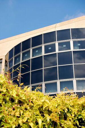 modern gebouw op gras Stockfoto