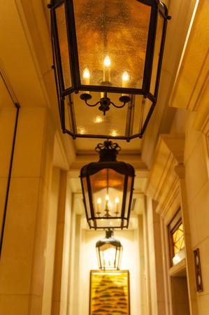 Stylish orange chandelier Imagens - 124937396