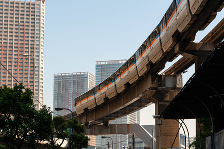 Monorail that runs in a place surrounded by urban buildings 報道画像