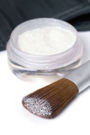isoliert: beauty brush with a touch of glittering powder