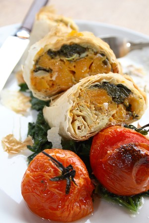 filo: Close-up of filo parcels with roasted tomatoes