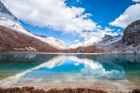 Milk Lake in Yading national level reserve, Daocheng, Sichuan Province, China. Zdjęcie Seryjne - 32863096