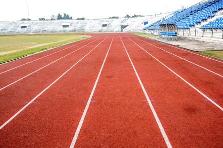 corriendo: Pista de atletismo en el estadio