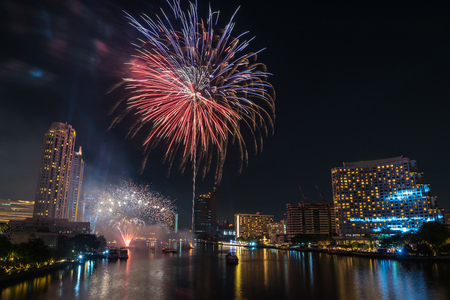 Bangkok new year countdown 2019 fireworks Cityscape river side for Celebration Фото со стока - 116703625