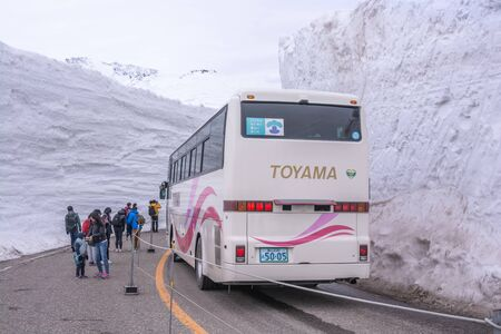 Tateyama, Japan - April 21, 2019 : Unidentified tourists visiting snow corridor on Tateyama Kurobe Alpine Route, Japanese Alp in Tateyama, Japan. Zdjęcie Seryjne - 135906800