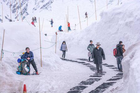 Tateyama, Japan - April 21, 2019 : Unidentified tourists visiting snow corridor on Tateyama Kurobe Alpine Route, Japanese Alp in Tateyama, Japan. Zdjęcie Seryjne - 135906803