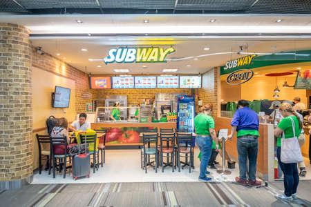 Bangkok,Thailand - April 04, 2019 : Interior retail shop at domestic departures in Don Mueang International Airport, Bangkok. Publikacyjne