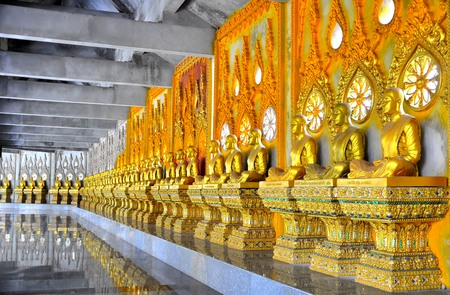 minister: statue in thai temple