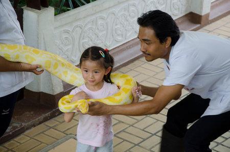 croix rouge: serpent � Croix-Rouge tha�landaise