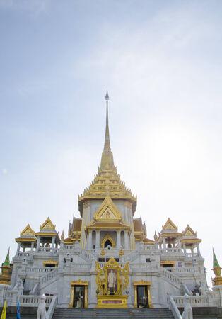godhead: Wat Trimit Thai temple