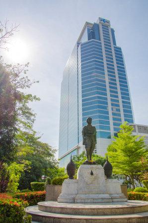 rood kruis: Standbeeld in Thaise rode kruis