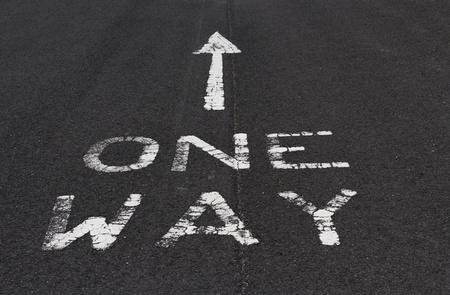 obedecer: Una forma de marca en la carretera asfaltada