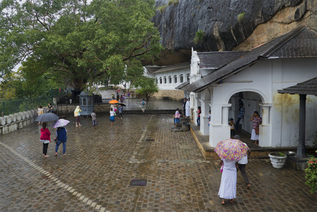 buddha sri lanka: DAMBULLA, SRI LANKA - MARCH 14, 2015: Rainy day at the temple of the sleeping Buddha