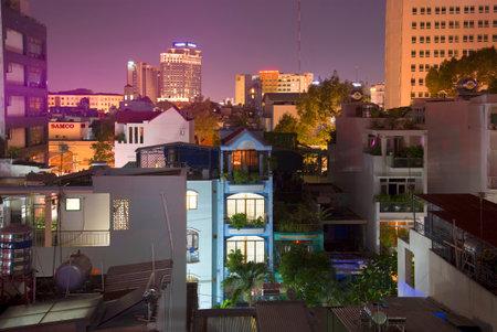 The landscape of Saigon: HỒ CHÍ MINH, VIỆT NAM - 19 Tháng 12 2015: Đêm ở Chinatown. Quận 5, Sài Gòn biên tập