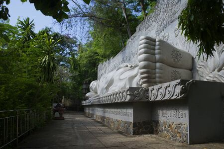 sean: Sculpture Sleeping Buddha pagoda in Long Sean. Nha Trang, Vietnam Stock Photo