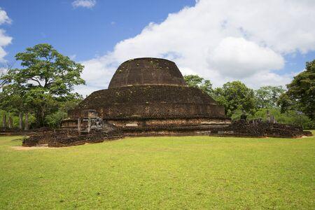 vihara: View of the ruins of the temple of Pablo Vihara in Polonnaruwa. Sri Lanka