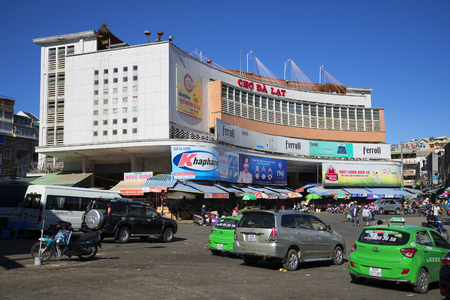 dalat: DALAT, VIETNAM - DECEMBER 27, 2015: Cars parked in front of the Central market of Dalat Editorial
