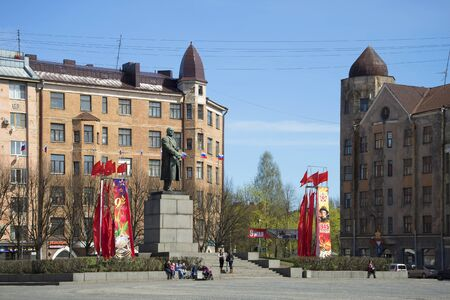 ulyanov: VYBORG, RUSSIA - MAY 10, 2015: People came to the monument to Vladimir Lenin at the red square on a sunny may day