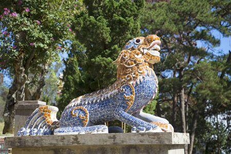sean: Sculpture dragon guarding the area of ??the pagoda Lin Sean. Dalat, Vietnam