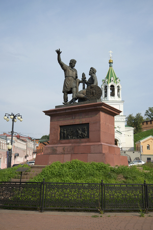 minin: NIZHNY NOVGOROD, RUSSIA - AUGUST 27, 2015: The monument Minin and Pozharsky grateful Russia on the background the bell tower of the Church of the Nativity of John the Baptist Editorial