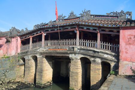 ponte giapponese: Old ancient Japanese Bridge closeup on a sunny day. Hoi An, Vietnam Editoriali