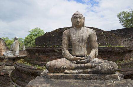 buddha sri lanka: Ancient sculpture of a seated Buddha at the ruins in Polonnaruwa, Sri Lanka