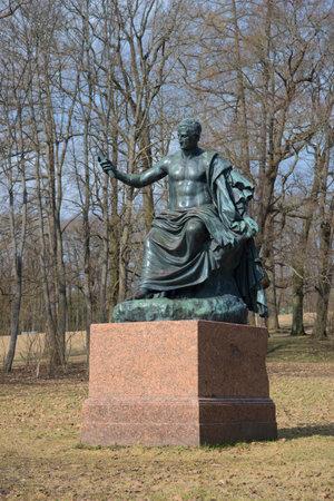 escultura romana: La escultura del primer del emperador romano Nerva, día de abril. Tsárskoye Selo
