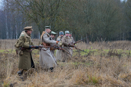 put forward: GATCHINA, RUSSIA - NOVEMBER 07, 2015: The officer with the soldiers of the white guard army of general Yudenich are put forward on the line of attack. International military-historical festival Civil war in Russia. North-West, 1919 Editorial