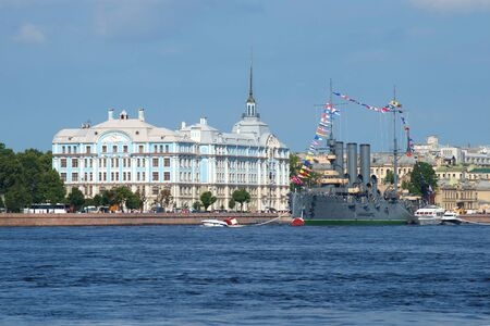 cadet blue: ST. PETERSBURG, RUSSIA - JULY 28, 2016: A view of the Nakhimov naval Academy and the cruiser Aurora a sunny day in july Editorial