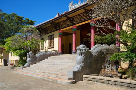 sean: Dragons at the entrance to the pagoda Lin Sean. Dalat, Vietnam