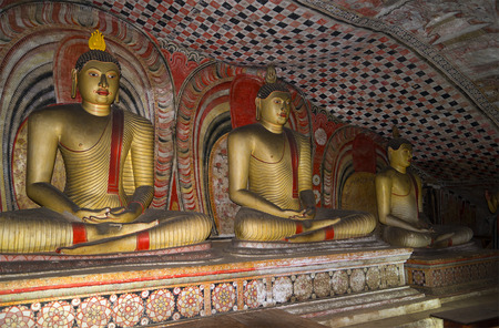 buddha sri lanka: Sculpture of seated Buddha in the ancient Buddhist cave temple. Religious landmark of the Dambulla, Sri Lanka